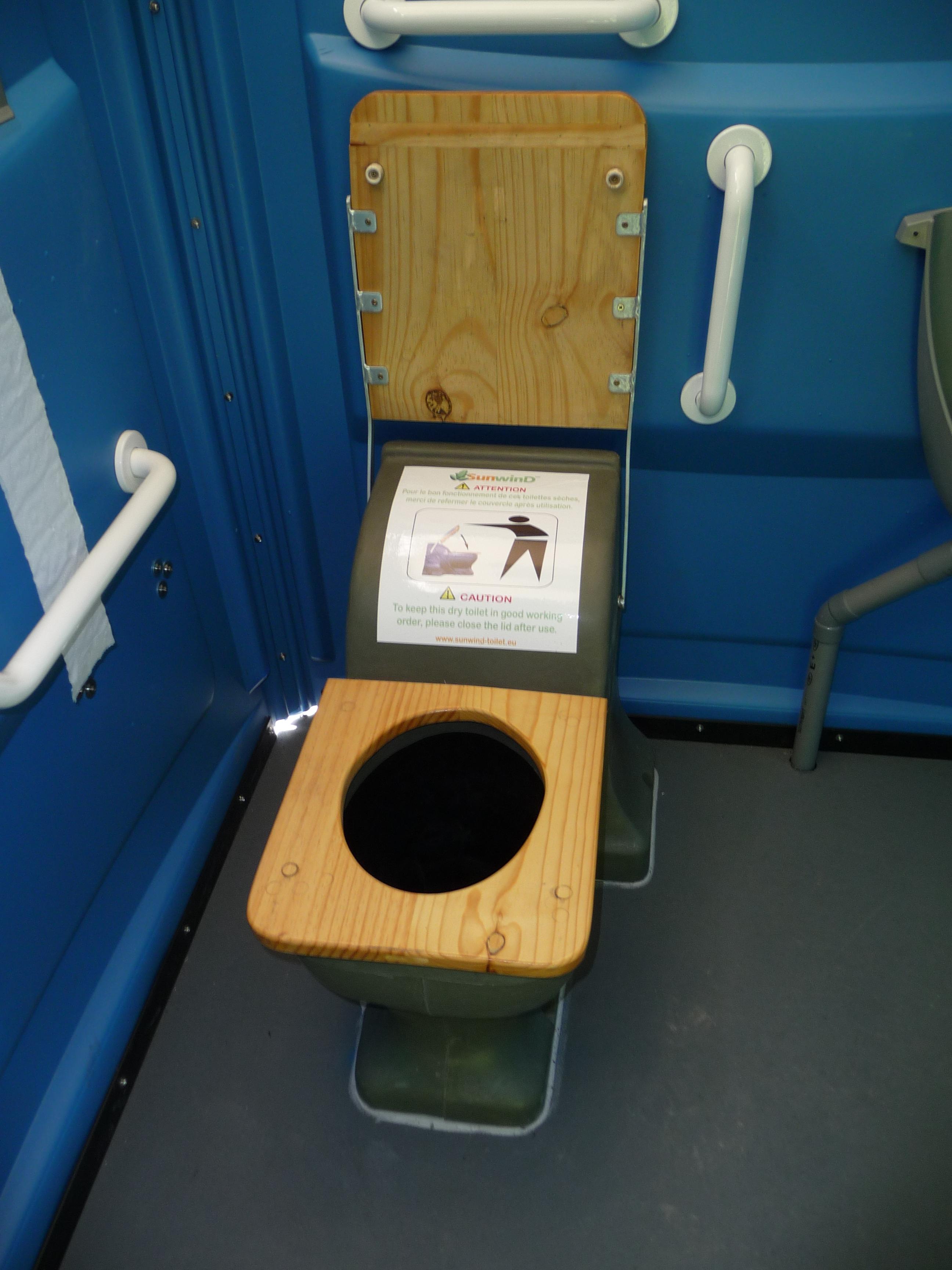 installation de toilettes s ches flumet tout en image sunwind. Black Bedroom Furniture Sets. Home Design Ideas